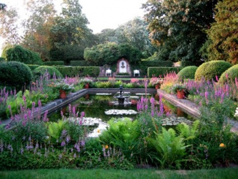2011-08-18-10-04-06-3-its-gardens-were-designed-by-frederick-law-olmstea